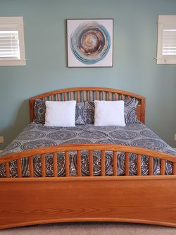 Bed Frame (King) for Sale in Tualatin,  OR