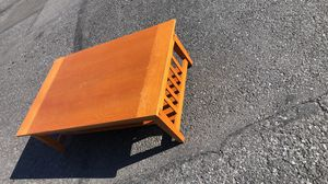 """30""""wx48""""Lx16""""h solid wood coffee table good condition for Sale in Allentown, PA"""