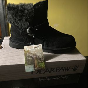 Bear paw Booties Size 8 for Sale in Detroit, MI