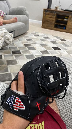 I Break in Baseball Gloves (Glove not for sale) for Sale in Hialeah, FL