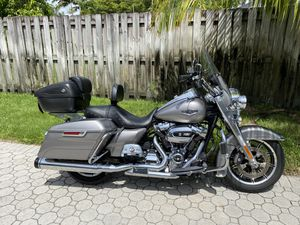 2017 Harley Davidson Road King Convertible Tour Pack for Sale in Miami, FL