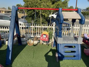 Little tikes swing set for Sale in Fontana, CA