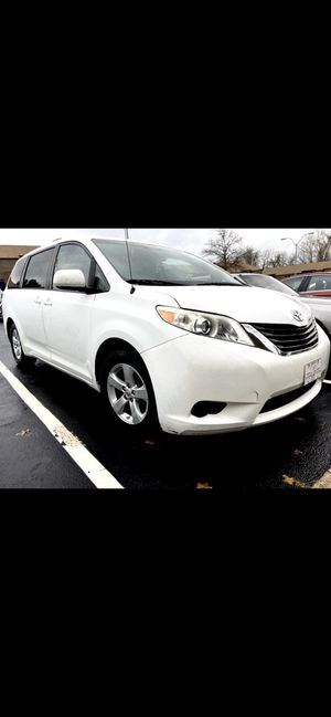 2011 TOYOTA SIENNA LE for Sale in VA, US