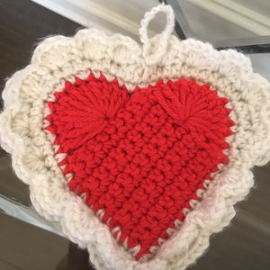"❤️Vintage crochet heart double-thickness hanging hot pad 8""W for Sale in Lexington, KY"