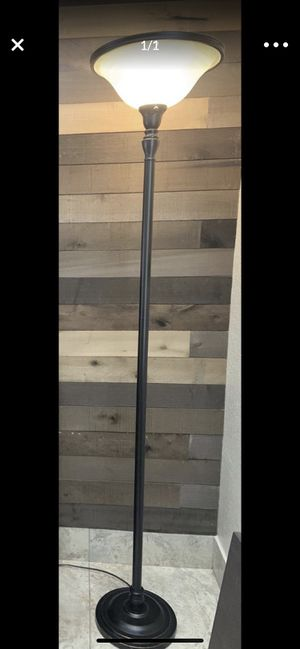 Floor lamp for Sale in Pompano Beach, FL