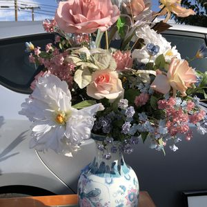Beautiful vase and flowers for Sale in North Tustin, CA
