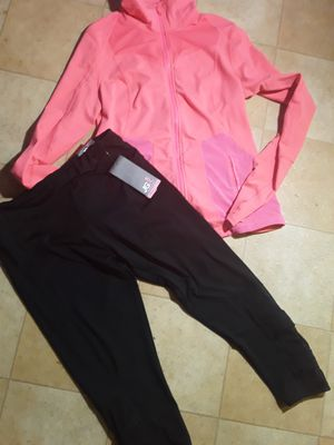 New workout clothes bundle size large for Sale in Tacoma, WA