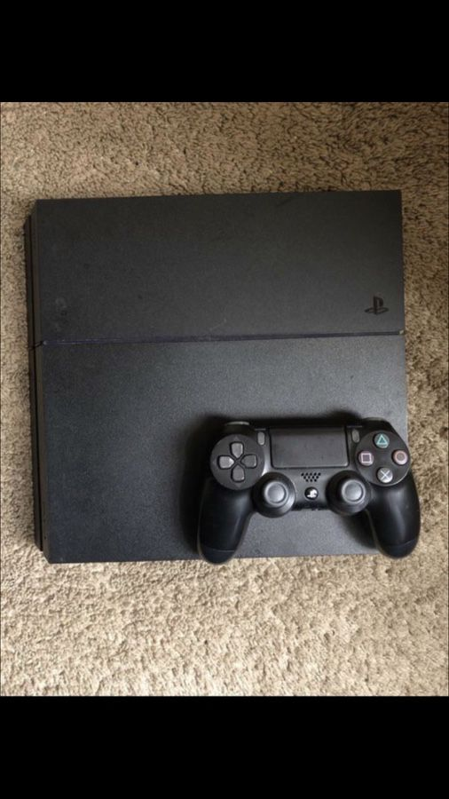 PS4 IN EXCELLENT CONDITION!!!! PLUS GAMES
