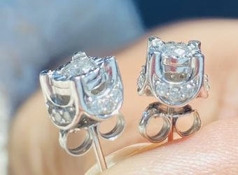 14k Diamond Stud Earrings for Sale in Chelsea,  MA