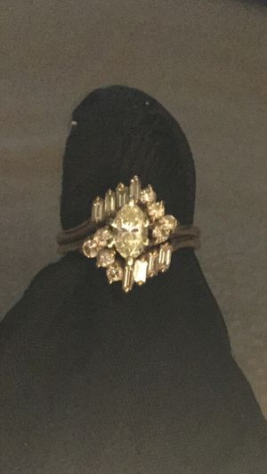 18kyg wedding/engagement ring for Sale in Brentwood, CA