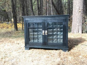 VINOTEMP 40 bottle wine refrigerator credenza for Sale in Bend,  OR