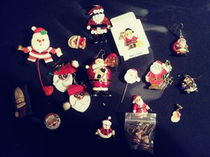 100. Pieces of christmas pins some old and vintage for Sale in Winter Haven, FL