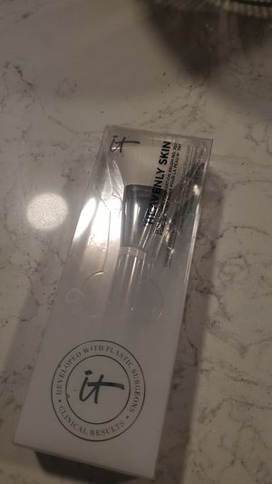 IT heavenly foundation brush for Sale in Tacoma, WA