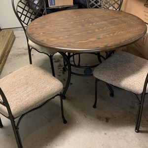 Round Kitchen Table for Sale in Raleigh, NC