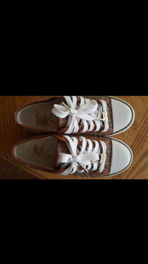 Michael kors Size 3.5 for Sale in Crosby, TX