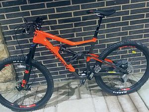 Like new - Carbon Fiber , Full Suspension - mountain bike Cannondale for Sale in New York, NY