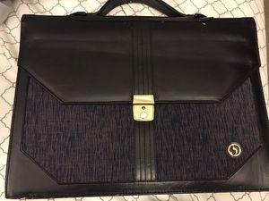 Slim Two Pocket Briefcase. for Sale in Los Angeles, CA