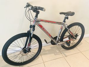 Trek Large Mountain Bike - Dual Disc Brakes - Like new for Sale in Tampa, FL