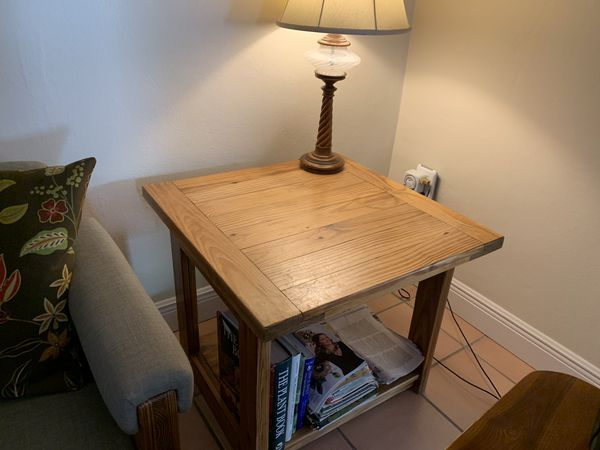 Solid wood end table 27.5x27.5 square in excellent condition