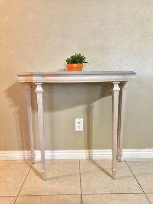 Small Entryway/Sofa/Accent Table for Sale in Scottsdale, AZ