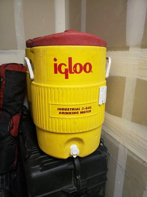 5 gallon Igloo cooler for Sale in Oceanside, CA