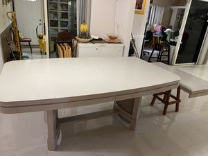 Beautiful dining table like new (Light Gray) for Sale in Pompano Beach, FL