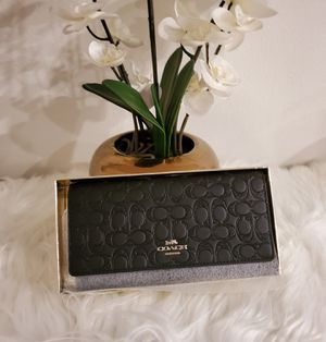 NWT Coach Signature Glitter Large Wallet for Sale in San Jacinto, CA