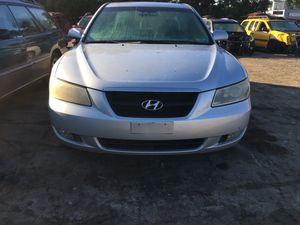 Parting out 2006 Hyundai Sonata for Sale in New Castle, PA