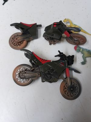 GROUP OF Jurassic Park 2 Crash Up Motorcycles 3 Action figures/ 2 dinosaurs for Sale in El Cajon, CA