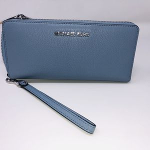 Michael Kors Wallet for Sale in Boynton Beach, FL