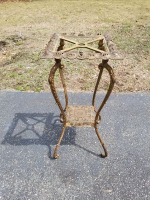 ORNATE BRASS VICTORIAN PLANT STAND for Sale in Concord, MA