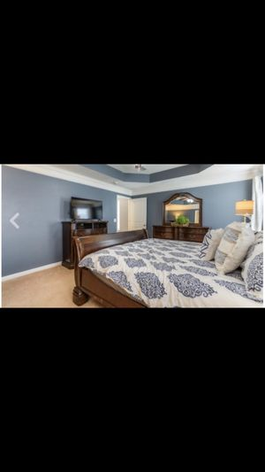King sized bedroom set for Sale in Murfreesboro, TN