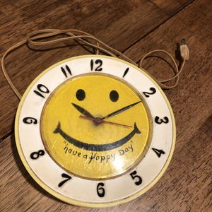Vintage Have A Happy Day Smiley Face Electric Wall Clock Robert Shaw Working for Sale in Graham, WA