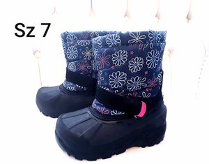 Winter Snow girl Boots toddler size 7 for Sale in Phoenix, AZ