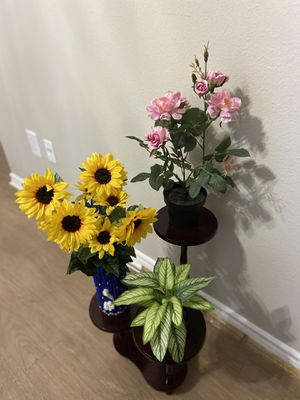 Flower pot stand with flower pots for Sale in Irving, TX