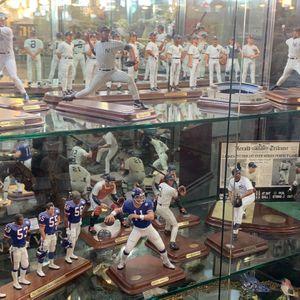 Danbury Mint Statues New York Yankees And Giants Jeter Rivera Bernie Munson for Sale in Point Pleasant, NJ