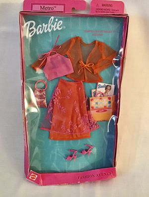 Barbie 2001 Matel Metro Fashion Ave Clothes #25701 for Sale in Levittown, PA