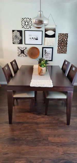 Beautiful Modern Dining Table for Sale in Hanford, CA