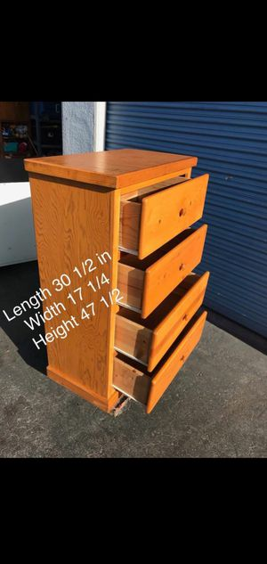 4 drawer pinewood dresser for Sale in Lynwood, CA
