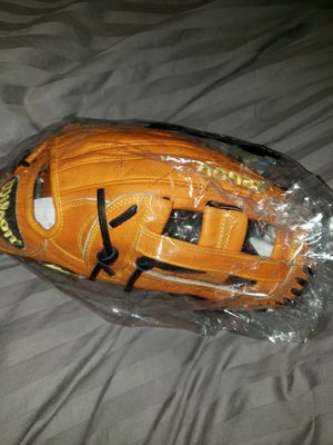 New Wilson A2000 12.75inch Outfield Glove Mitt for Sale in Riverside, CA