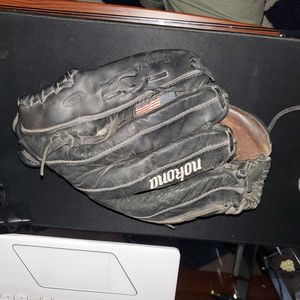 Used Nokona Baseball/softball glove for sale. for Sale in Auburn, WA