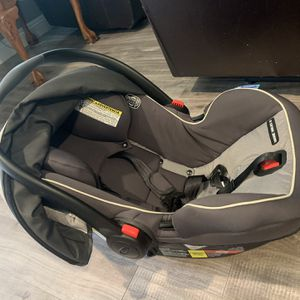 Graco Infant Car Seat With Base for Sale in Spring Valley, CA