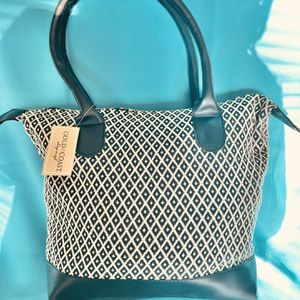 Gold Coast Hand Bag for Sale in West Columbia, SC