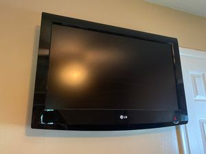 """32"""" LG TV for parts (turns on, but buttons/remote do not work) for Sale in Brunswick, OH"""