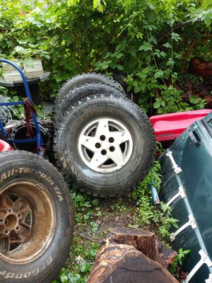 Matching Jeep Wheels tires do not match two are in good shape to our Fair as far as tires for Sale in St. Louis, MO