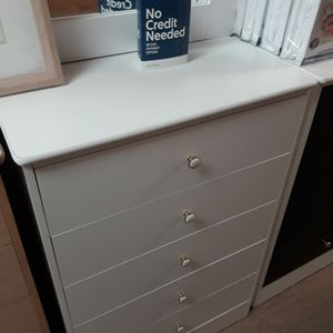 New 5 Drawer Dresser Very spacious for Sale in Long Beach, CA