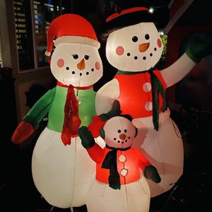 Christmas Snowman Family 7ft Yard Airblown Inflatable for Sale in Kent, WA
