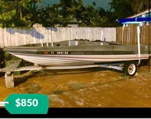Trophy Bayliner 17 foot Bass Boat & Galvanized Trailer. With Title on hand. Great condition. No motor. Reduced price for Sale in Miami, FL