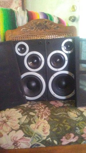 speakers come get it today only! $20 for Sale in Avon Park, FL