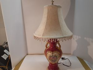 Beautiful VINTAGE LAMP for Sale in Arnold, MO